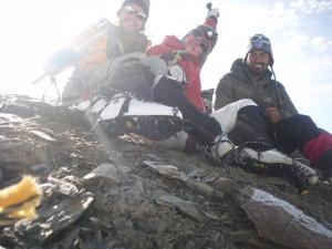 Unser Team- Gluecklich auf dem Gipfel